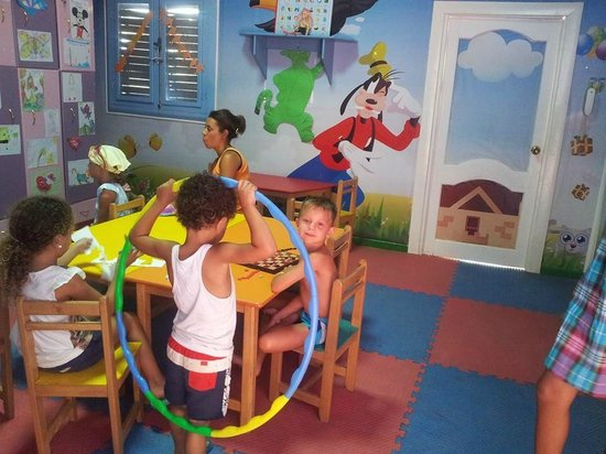 Dreams Beach Resort: kids club