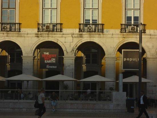Praça do Comércio (Terreiro do Paço) : Publicidade no terreiro do paço