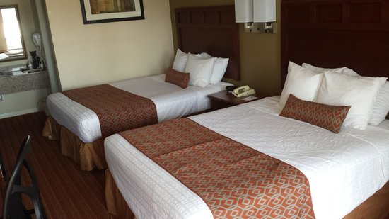 Best Western Carriage House Inn & Suites: beds