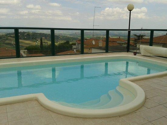 La piscina posta sulla terrazza dell\'hotel - Foto di Hotel Del Buono ...