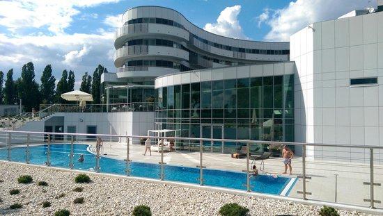 Copernicus Torun Hotel : Outdoor pool area