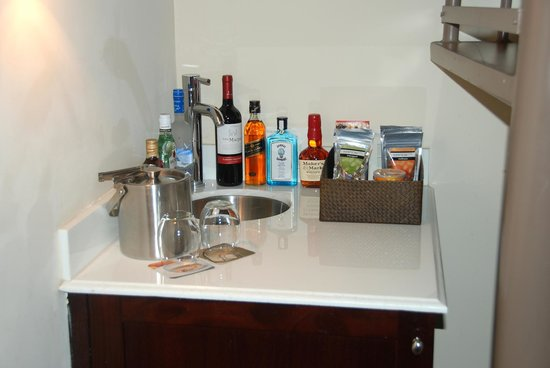 Kimpton Angler's Hotel : Mini bar