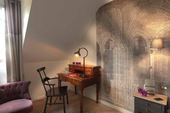 Hotel La Croix Blanche Fontevraud: Abbey themed room - Chambre à thème abbaye