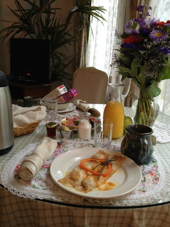 Humboldt House Bed & Breakfast Inn: Breakfast delivered to the room