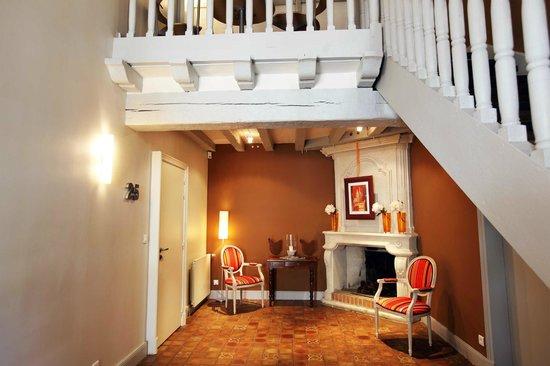 Hotel La Croix Blanche Fontevraud: Entrée chambres supérieures - Towards superior rooms