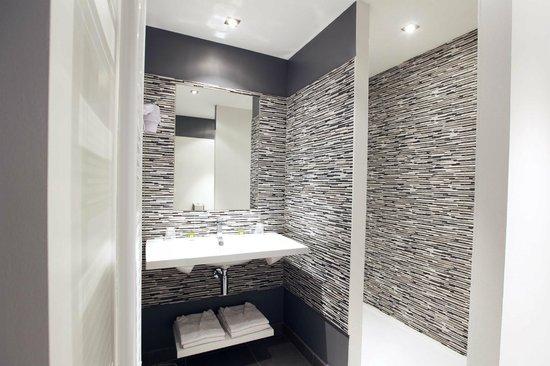 Hotel La Croix Blanche Fontevraud: Bath room - Salle de bain