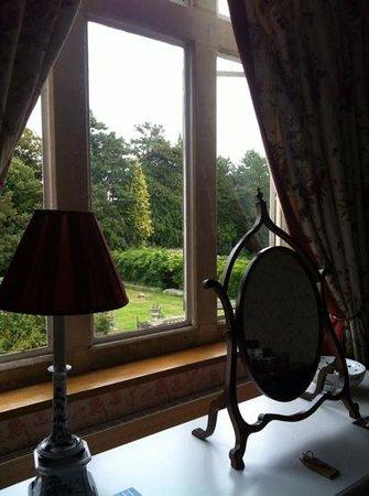 Granby House B&B: Bedroom overlooking the beautiful gardens