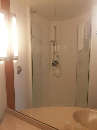 Ibis Bristol Temple Meads Quay: Shower
