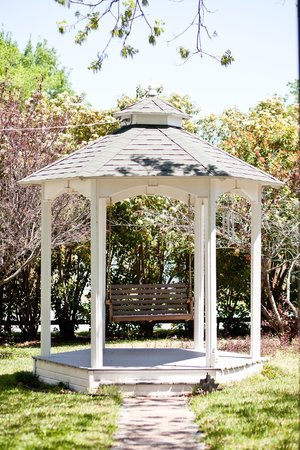 Texas White House Bed and Breakfast: gazebo for swinging