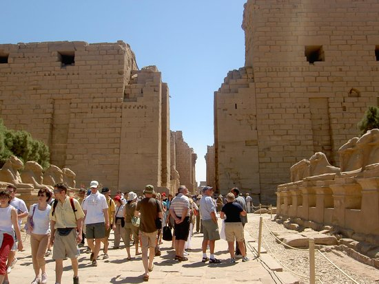Luxor Sound and Light Show: impressive entrance
