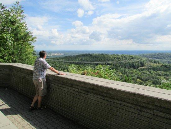 Auberge La Montagne Coupee: Vue au belvédère, superbe!