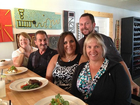 Schoolhouse Restaurant: Deb, Nick, Mandy & Pam with chef David in the back
