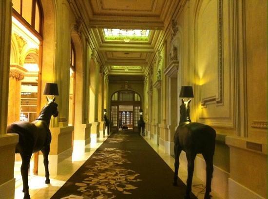 Sofitel Montevideo Casino Carrasco & Spa: camino al restaurant