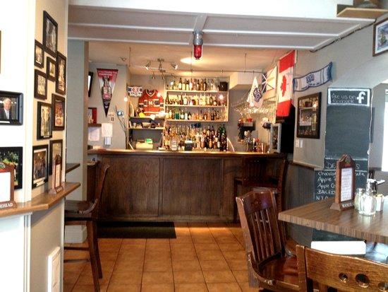 Humphry's Restaurant and Pub: Bar