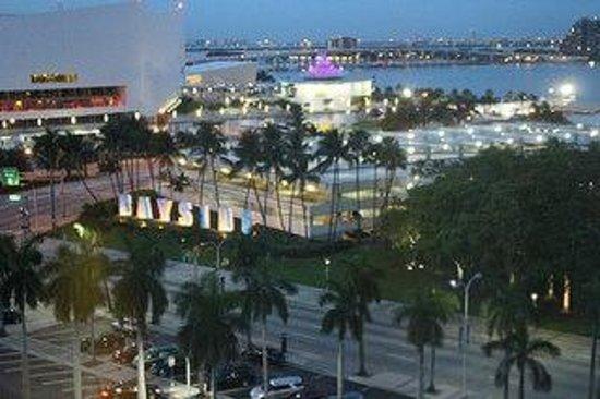 Holiday Inn Port of Miami Downtown: Vista do quarto
