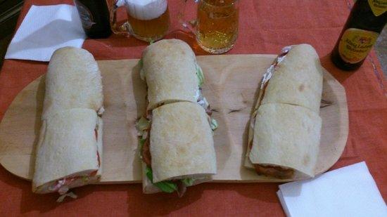 Da Pippo : tre panini ...ci si mangia in quattro!