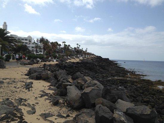 H10 Timanfaya Palace: aussicht auf mini-strand