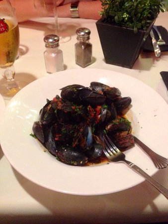 Solo Trattoria: Fresh mussels for starters!