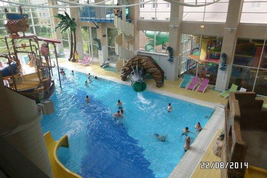 Explorers Hotel: pool area
