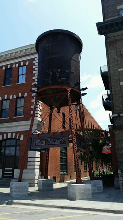 The Alley and Dreamland BBQ, downtown Montgomery