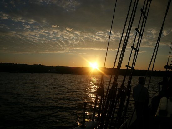 Tall Ship Manitou - Day Tours: Sunset...Yeah it was beautiful