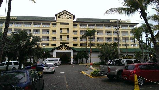 Coral Costa Caribe Resort & Spa: Vista Frontal del Hotel