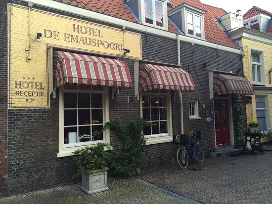 Hotel de Emauspoort: Facciata hotel