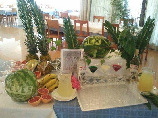 Apartahotel Maritim: cena mexicana nos dieron un coctel margarita y un tequila con sal y limon qnos lo ofrecio el che