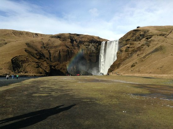 Skogafoss: Sun came out and rainbows bloomed
