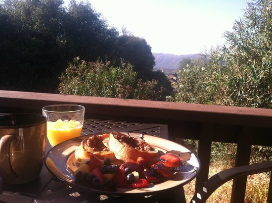 Nature's Inn Bed & Breakfast: Breakfast with a view