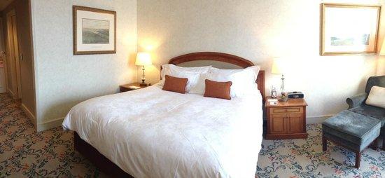The Langham: River view room - floor 18, very nice!!