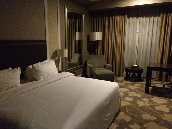 Grands I Hotel: Deluxe room with king sized bed