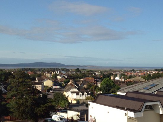 Stradey Park Hotel & Spa: Lovely view of Llanelli coastline from our bedroom