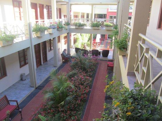Hotel Jardín de Iguazú: salida de la habitación