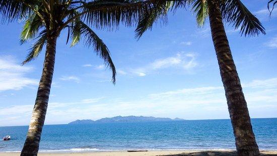 Uprising Beach Resort: Nice beach, only 45min from Suva