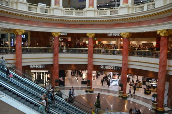 intu Trafford Centre : Dome with glass lift