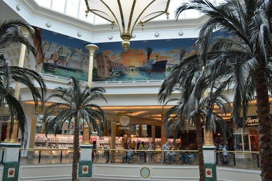 intu Trafford Centre : The paintings