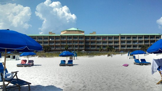 Hampton Inn Pensacola Beach : view looking at hotel from beach