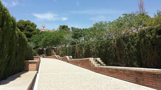 Conjunto Monumental de La Alcazaba: MURALLAS