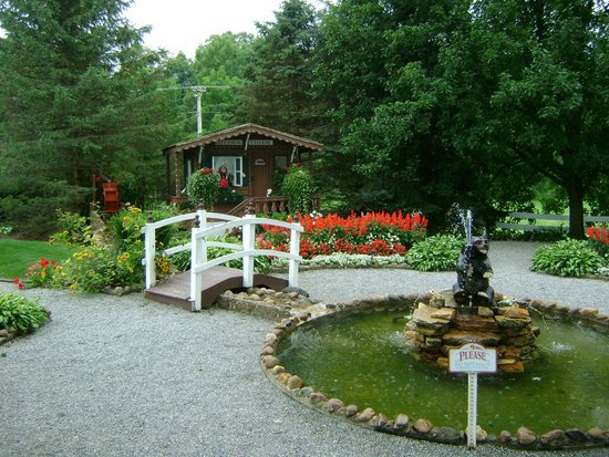 Guggisberg Cheese Factory: The cute little garden