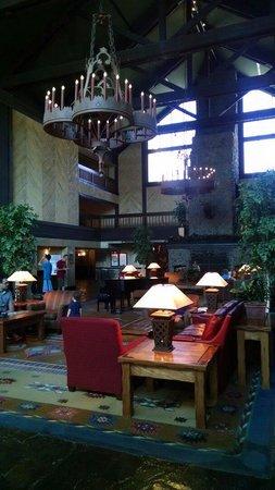 Tenaya Lodge at Yosemite : Lovely lobby at Teyana Resort!
