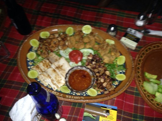 Cuates y Cuetes: Seafood platter, yummy!
