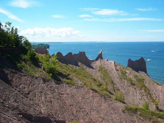 Chimney Bluffs State Park: Looking west from up top