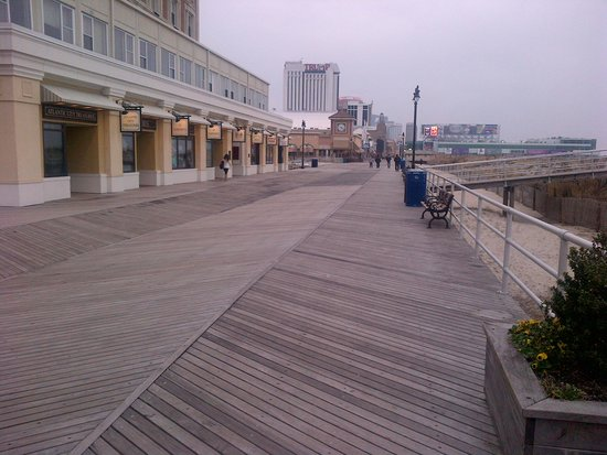 Atlantic City Boardwalk: looking south