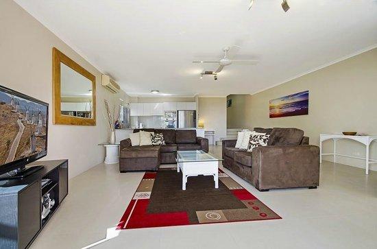 Bali Hai Apartments Noosa: Lounge Room