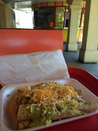 El Indio DE Tijuana Taco Shop