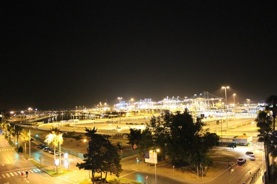 Marina Victoria Hotel Algeciras: Port at night
