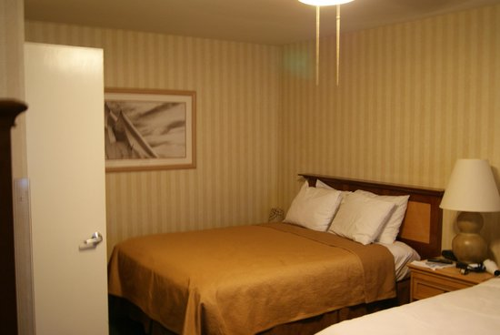 The Wharf Inn: Our cozy double bed I