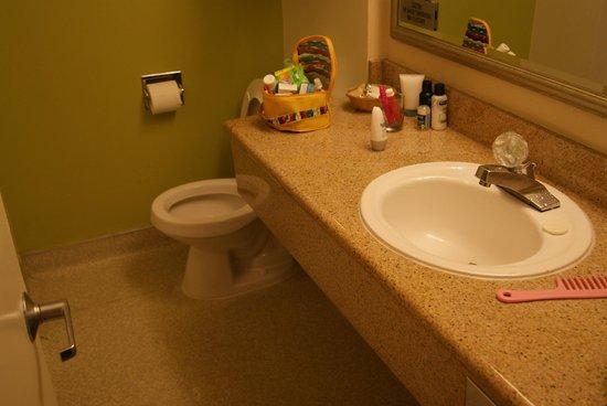 The Wharf Inn: The bathroom II