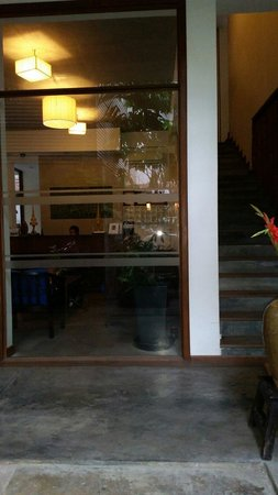 Frangipani Fine Arts Hotel: Office and stairs leading to guestrooms